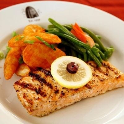 Broiled fillet of salmon
